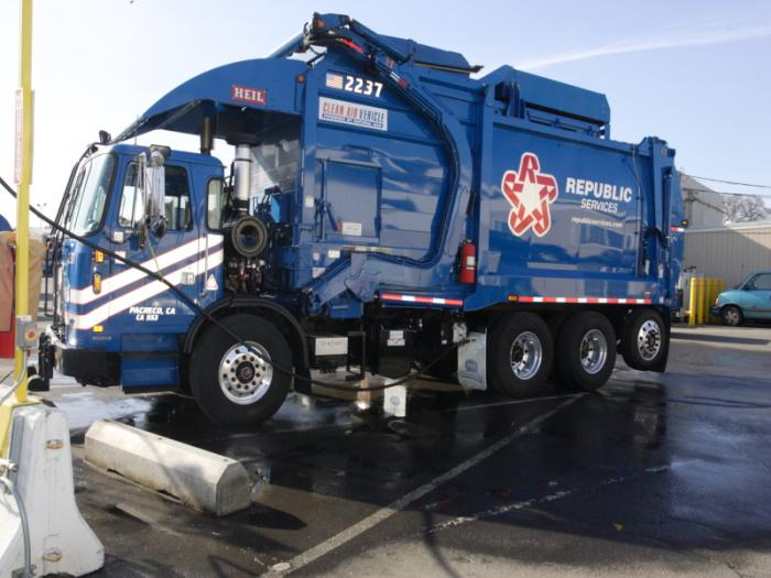 Republic Services CNG truck image